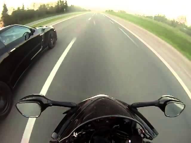 <em>Nissan</em> GTR vs Yamaha R1