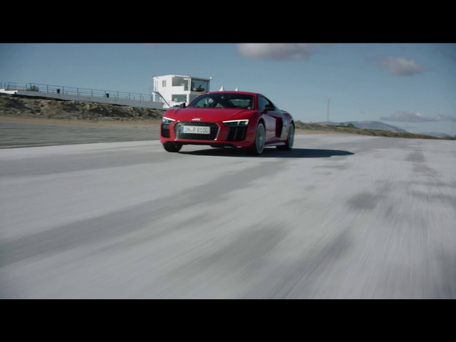 Driving 2017 <em>Audi</em> R8: Tom Kristensen