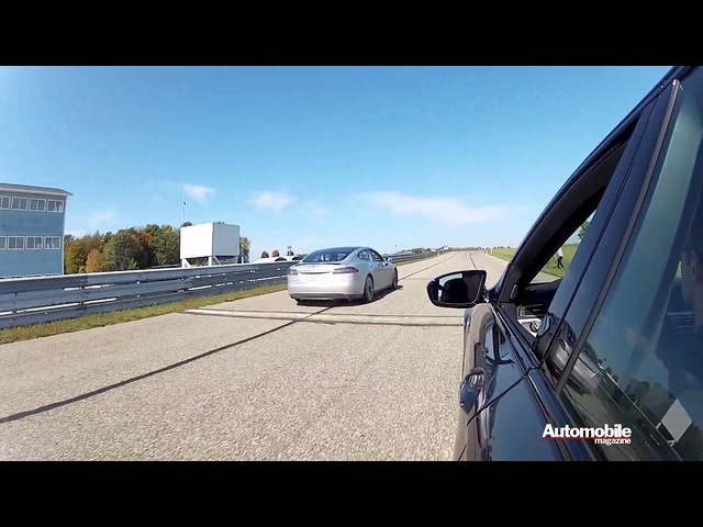 <em>Tesla</em> Model S vs BMW M5 Drag Race