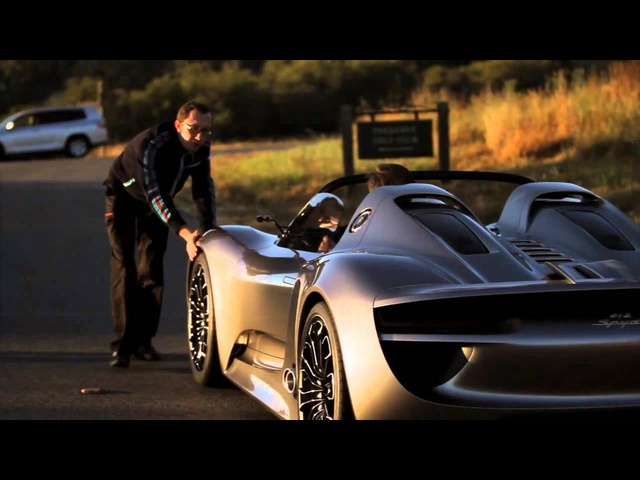 Hot Hybrid: Porsche 918 Spyder in Motion