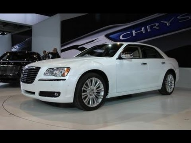 2011 Chrysler 300 / 300C @ 2011 Detroit Auto Show - CAR and DRIVER