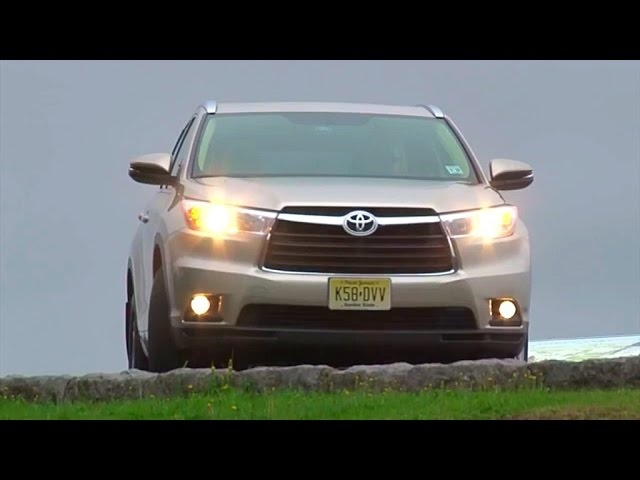 2014 Toyota Highlander - TestDriveNow.com Review by Auto Critic Steve Hammes | TestDriveNow