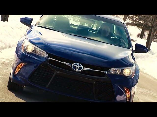 2015 <em>Toyota</em> Camry Hybrid SE -TestDriveNow.com Review by Auto Critic Steve Hammes | TestDriveNow