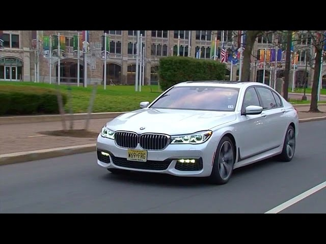 <em>BMW</em> 750i xDrive 2016 Review