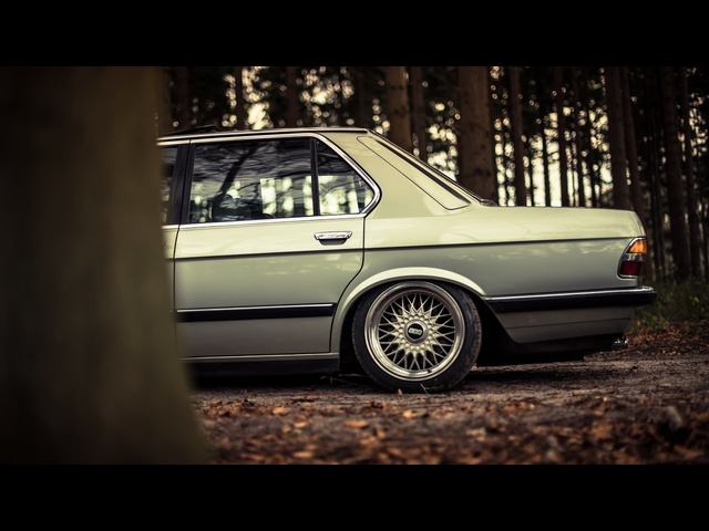 Jeremy's Bagged <em>BMW</em> E28.