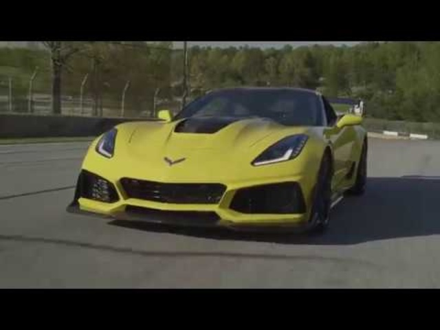 Wind and Fire: We Drive the 755-HP Chevrolet <em>Corvette</em> ZR1!