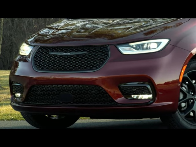 2021 Chrysler Pacifica | Is AWD Enough to Hold off Sienna?